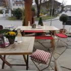 Foto zu Poidl - Feine Kost am Dorfbach: Tische draußen