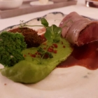 Foto zu Restaurant Weinhaus Uhle: Wildschwein in Lardo, Erbsen, Stippe