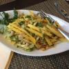 Gỏi Xòai Marktfrischer Salat mit frischen Kräutern, Mango und Limetten-Fisch-Sauce