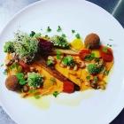 Foto zu Farbenfroh: Cremiges Süßkartoffelpüree mit angebratener Pastinake, Romanesco, Cashewkernen  und Couscous - Pralinen