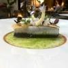 Bretonische Sardine, Parmesan, Apfel, Piment d'Espelette & Sud aus gegarten Sardinengräten
