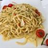 """Spaghetti """"Aglio, Olio e Peperoncino"""" mit Knoblauch, Olivenöl und scharfen Peperoni"""