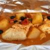 Steinbeißer al cartoccio mit Oliven, Tomaten, Kapern überbacken