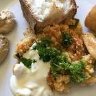 Foto zu Stivie Cuisine: fertiger Teller: Taboule, Kräuter, Joghurt Hühnchen, Brot, Humus, Baba