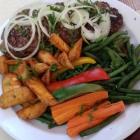 Foto zu Taverna Diana: Bifteki mit Gemüse und Kartoffeln
