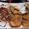 Vorspeisenplatte mit überbackenen Auberginen