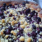 Foto zu Klostercafe Hugeburg: Hefestreuselkuchen mit Obst aus dem eigenen Garten