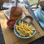 Foto zu Seehaus Schreyegg: Klassischer Burger