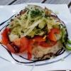 Kleiner Salat auf kleinem Teller