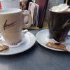 eine weiße Schokolade für 2,80 € sowie eine dunkle Schokolade für ebenfalls 2,80 €