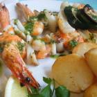 Foto zu La Paella: Gambas am Spieß mit Calamares