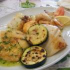 Foto zu La Paella: Gegrillter Fischteller mit Garnelen und Calmar