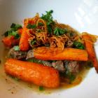 Foto zu Restaurant Ohso: Rinderbrust Essigzwiebelsud Karotten Kartoffeln