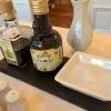 """Aceto Balsamico, Olivenöl """"Al Limone"""" und grobes Meersalz"""