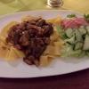 Gulasch mit Pfifferlingen und Champignons, dazu Bandnudeln und Salatbeilage