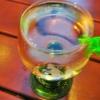 Der Maulaff klammert sich am Schoppenglas