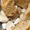 Brot auf heißen Kieseln