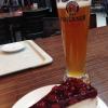 Dunkles Hefe und Himbeer-Quark-Torte