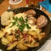 """""""Ännchens Pfännchen"""", Schweinemedaillons, Bratkartoffeln und Marktgemüse mit Sauce Hollandaise"""
