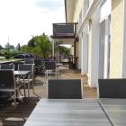 Foto zu Nord – Restaurant & Bar: Blick auf die Terrasse mit Eingangsbereich