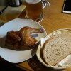 Halbes Hähnchen mit Brot
