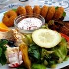 Foto zu Falafel Ya Hala: Cremiger Humus und frische Joghurtsoße mit frischer Minze im diy
