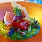 Foto zu Culinaria: Grünes Spargelrisotto, Bresaola, Parmesan
