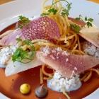 Foto zu Culinaria: Geräucherte Forellenfilets Nashibirne Hüttenkäse Knusperkartoffel
