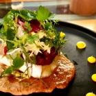 Foto zu Culinaria: Lauwarmer Bergkäse Rosinen-Minzchutney Rosmarin-Knäckebrot