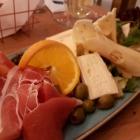 Foto zu Ziege: Käse und Schinken, Oliven und Kapern