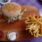 Foto zu Die neuen Bürgerstuben: Italienischer Burger mit Mozzarella und Parma