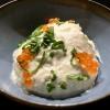 Weiße Creme Tarama mit Forellenkaviar, Schnittlauch und Frühlingszwiebeln