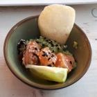 Foto zu Trüffelschwein: Lachs Ceviche auf Avocadocreme