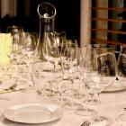 Foto zu DETLEVs WINE TASTING CLUB: Alle Weine werden in mundgeblasenen Riedel Sommeliers-Gläsern gereicht.