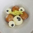 Foto zu Weinstube Mohr: Marillenknödel mit Aprikosen Eis