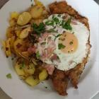 Foto zu Weinstube Mohr: Winzer Schnitzel mit Bratkartoffeln