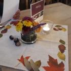 Foto zu Alteburg Gutsgaststätte: herbstliche Tischdekoration