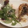 Köiginpastetchen mit Rehragout und Wildkräutersalat