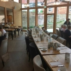 Foto zu Hotel Brunnenhaus Schloss Landau: Innen mit Ausblick