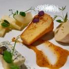 Foto zu High Kitchen: Käse von Kober, Brioche, Aprikosensenf, eingelegte Birne