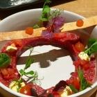 Foto zu High Kitchen: Tatar, Tomate, Cracker