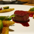 Foto zu High Kitchen: Hirsch, Kohlsprossen, Mohnnudeln, Preiselbeeren