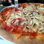 Foto zu Da Salvatore: Pizza mit Schinken, Salami und Champignons