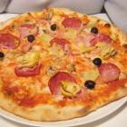 Foto zu Da Grifo Ristorante e Pizzeria: Pizza Salame Funghi Prosc. Carc.