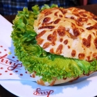 Foto zu Café Jung am Markt: Frisch belegtes Käsebrötchen