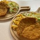 Foto zu Siebenbürgen: Mittagstisch täglich zwischen 12:00 -14:30 Uhr Schweineschnitzel mit Pommes und Salat für 5,50€