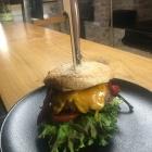 Foto zu Restaurant Völlerei 5: Unsere leckeren Burger mit  hausgemachtem Bun und eigens hergestelltem Patty aus frischem, gewolftem  Rindfleisch mit einem Fettgehalt von 10%