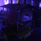 Foto zu Restaurant Völlerei 5: Frisches Bauernbrot und Neujahrsbrezeln aus dem mobilen Holzofen