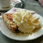 Foto zu Schubert Confiserie Café: Kirschsahne (angebissen)