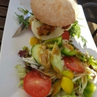 Foto zu Gutsausschank Gruber, Living Room: Mediterraner Burger
